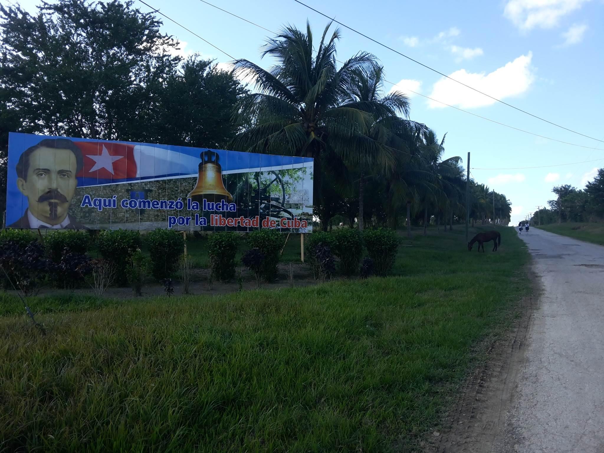 Il cartello all'ingresso della strada che porta alla Demajagua