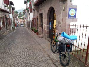 L'ufficio turistico di Saint Jean Pied de Port e la mia bici