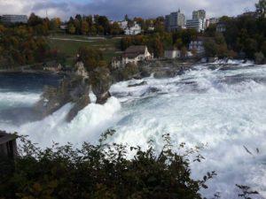Una panoramica delle cascate di Sciaffusa