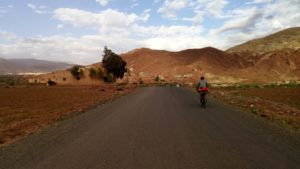 La pista che dal Tizi N'Tichka porta al villaggio di Tèlouet